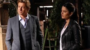 Simon Baker e Robin Tunney em cena da série 'The Mentalist'