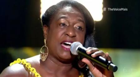 A baiana Zeni Ramos, 67, cantou o clássico  'Luz do Sol', de Caetano Veloso