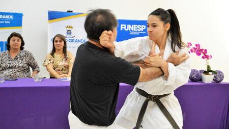 As orientações serão ministradas pelo especialista em Karatê, Hélio Arakaki, que elaborou um método de autodefesa para mulheres, criando oportunidades para que ela possa se livrar de eventuais tentativas de agressões