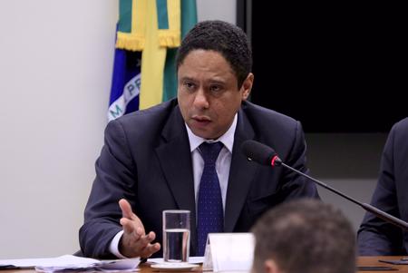 O PT, além do PCdoB, ainda negocia aliança com o PDT, mas, já admite a possibilidade de ficar isolado na disputa estadual