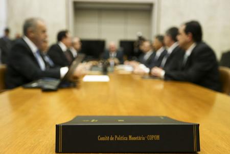 Um eventual novo corte da Selic em maio vinha sendo objeto de debate nas mesas após a divulgação do Índice Nacional de Preços ao Consumidor Amplo (IPCA) de fevereiro e declarações do presidente do Banco Central, Ilan Goldfajn