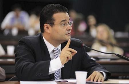 A cerimônia de assinatura do termo de adesão do programa ocorrerá em Brasília nesta segunda-feira (12), à partir das 15 horas, e contará com as presenças dos prefeitos e representantes dos municípios sul-mato-grossenses