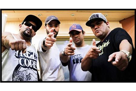 """Em 2013 lançou, de forma independente, """"Esquadrão Mariposa"""", álbum que reúne 12 faixas inéditas dentre as inúmeras compostas no período entre 2002 e 2013 e foi bem aceito pelo público e pela crítica na cena independente"""