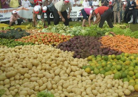 """O item """"alimentação no domicílio"""", que tem um peso de aproximadamente dois terços dentro do grupo de alimentos medido pelo IPCA, teve queda ainda maior, de 0,61%"""