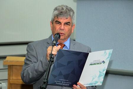 O vereador veterinário Francisco cobra que a Prefeitura de Campo Grande intensifique e de prioridade para as árvores já condenadas que possuem autorização.