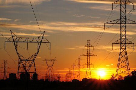 Para receber essa energia, porém, ele precisa estar conectado a uma rede, e paga uma fatura separada pelo serviço da distribuidora, a chamada
