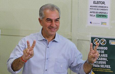 O governador Reinaldo Azambuja também vistoriou a obra de pavimentação asfáltica e drenagem de águas pluviais na Avenida Getúlio Vargas e na Rodovia SGO-217, no acesso Parque de Exposições, e à obra de construção e instalação da unidade de Corpo de Bombei