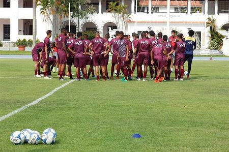 Equipe profissional do Bangu vem treinando na CDA, em Campo dos Afonsos, no Rio