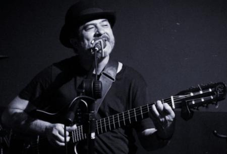 O sambista Daran Júnior abre a semana musical na quarta-feira