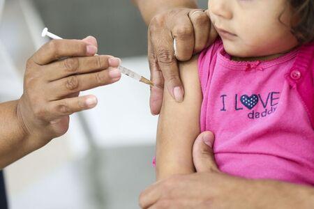 Para receber a dose, todos os indivíduos do grupo de risco devem apresentar o Cartão Nacional de Saúde (CNS) e/ou número prontuário da rede de saúde de Campo Grande (Hygia); documento pessoal de identificação; e, a caderneta de vacinação (caso tenha)