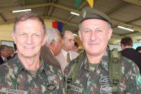 Generais Ferrarezzi e Ferreira: troca de comando no CMO