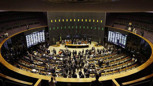 A Câmara manteve o modelo atual, com o sistema proporcional, que leva em conta os votos recebidos individualmente pelos candidatos de um partido e os recebidos pela legenda.
