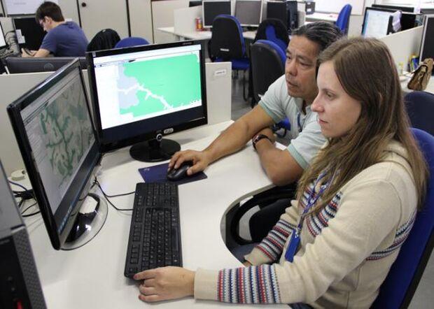 Todas as informações espaciais compõem uma base de dados única, incluindo as áreas indígenas, áreas protegidas, cobertura vegetal, relevo, declividade, drenagem e imagens de satélite