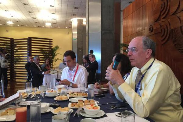 O presidente da Petrobras, Pedro Parente, divulga os dados sobre produção de petróleo no Brasil em 2016