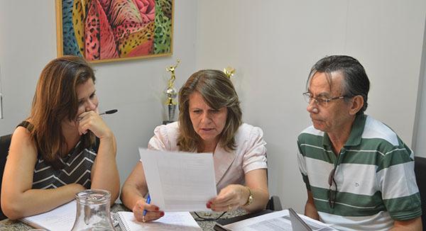 Laura Miranda, secretária-adjunta da Sectur, ao centro Nilde Brun, titular da pasta e Eduardo Neto, presidente da Lienca