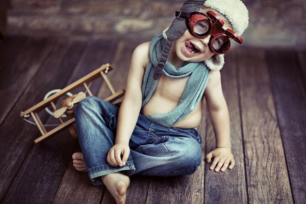 As atividades de brincar podem incluir fantasia, faz de conta ou jogos. É através dessas atividades que a criança consegue se comunicar e se expressar, já que sua linguagem está em construção e por isso a expressão verbal ainda é incipiente