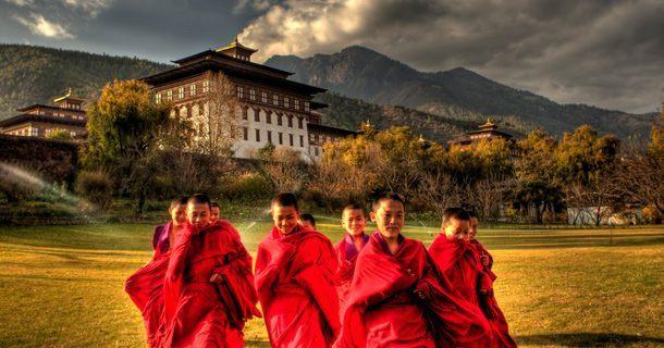 O país asiático se orgulha de possuir uma das populações mais felizes do mundo