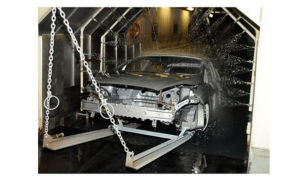 Empresa trabalha com água reciclada na produção de seus veículos