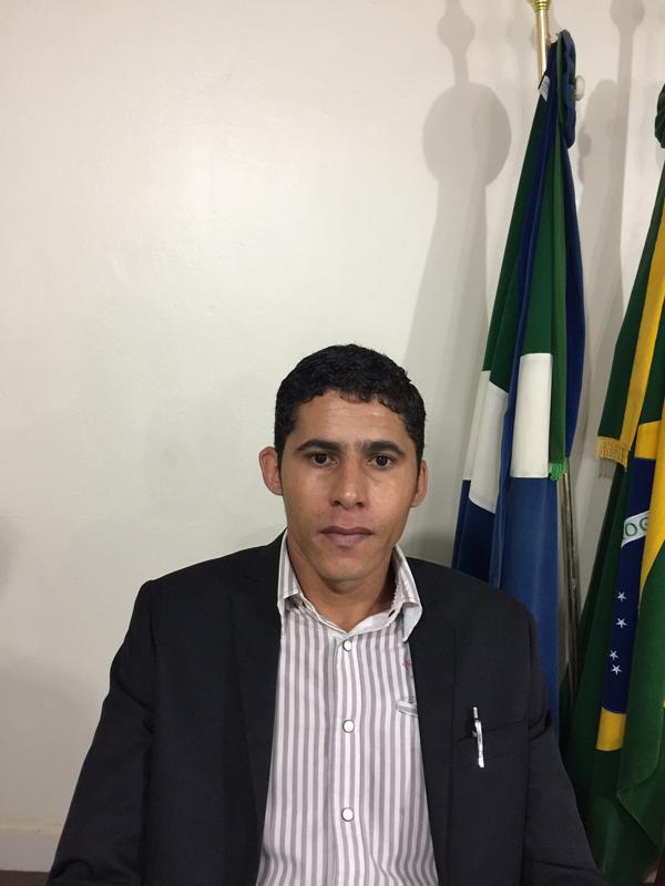 O vereador Emerson Garrucha (PTdoB) pede através de indicação ao prefeito Kazuto Horii (PSDB) pede a limpeza do local que fica no condomínio Elias Carneiro de Arruda