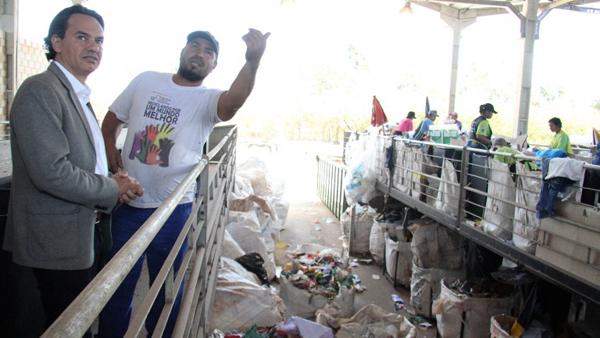 Na manhã desta quinta-feira (27), o prefeito Marquinhos Trad visitou a UTR (Usina de Triagem de Resíduos Sólidos)