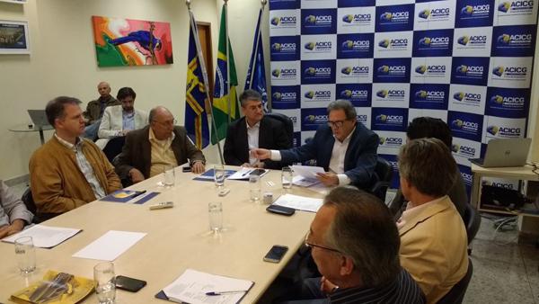 No dia 2 de junho, os senadores Pedro Chaves e Waldemir Moka participaram da reunião de diretoria da ACICG com o intuito de esclarecer dúvidas dos empresários e pedir o apoio da classe à reforma
