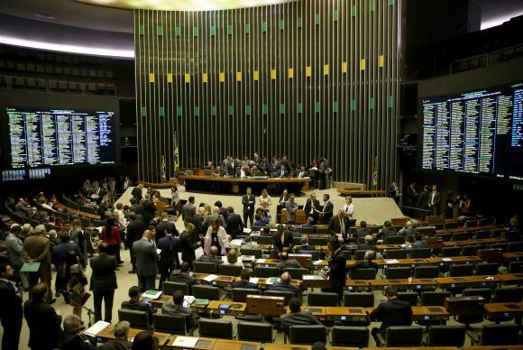 Brasília - Plenário inicia votação da Proposta de Emenda à Constituição (PEC) 77/03, que trata de reforma política (Wilson Dias/Agência Brasil)