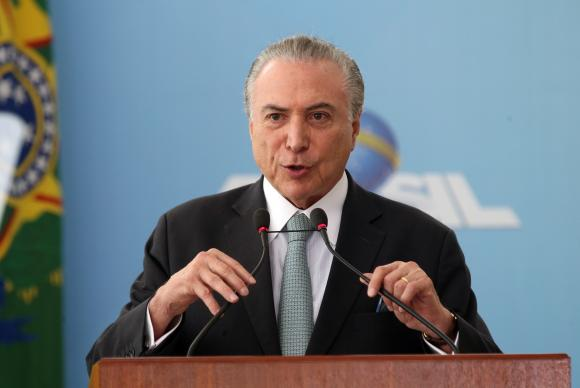 Brasília - Presidente Michel Temer participa da cerimônia alusiva ao Dia Nacional da Micro e Pequena Empresa, no Palácio do Planalto (Antonio Cruz/Agência Brasil)