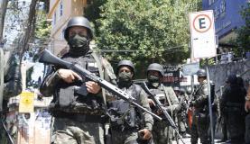 Rio de Janeiro - Forças Armadas voltam à Rocinha para auxiliar a polícia em buscas no entorno da comunidade (Tânia Rêgo/Agência Brasil)