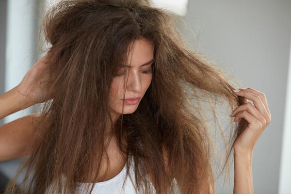 Tratar, lavar e hidratar são preocupações de quem cuida dos fios constantemente e quer ter um cabelo saudável.