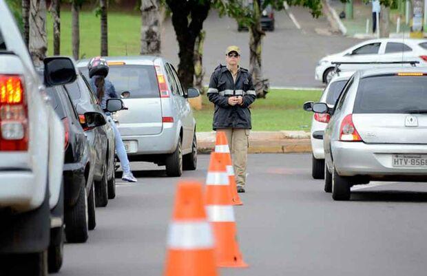 A orientação é que os motoristas busquem alternativas de tráfego a fim de não ficarem retidos, ou se programem para estacionar seus automóveis e motocicletas em outros locais até as vias serem novamente liberadas para circulação.