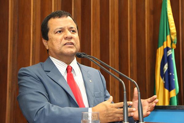 O deputado lembrou das conquistas ao longo das quatro décadas, mas falou também dos desafios. Ao longo de todos esses anos, desde a divisão do Estado do Mato Grosso e Mato Grosso do Sul, criou-se muitas expectativas