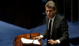 Brasília - Senador Romero Jucá durante sessão plenária do Senado que revogou o afastamento parlamentar de Aécio Neves, imposto pela Primeira Turma do STF (Wilson Dias/Agência Brasil)