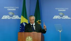 Brasília - O presidente Michel Temer participa da cerimônia de entrega do Cartão Reforma, no Palácio do Planalto (Wilson Dias/Agência Brasil)