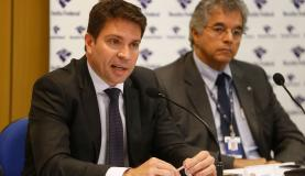 Rio de Janeiro - O delegado de Polícia Federal (PF) Alexandre Ramagem Rodrigues (E) durante entrevista na sede da Superintendência Regional da PF (Tomaz Silva/Agência Brasil)