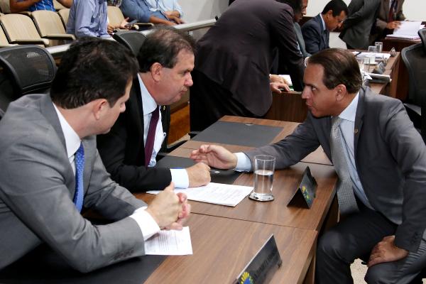 Dentre os deputados autores da emenda estão Renato Câmara, Eduardo Rocha e Coronel David