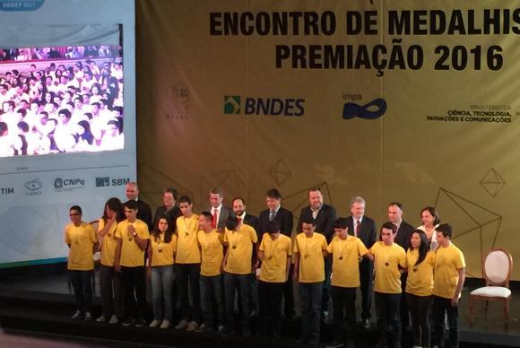 Entrega de medalhas da 12 Olimpíada Brasileira de Matemática das Escolas Públicas (OBMEP), no Theatro Municipal do Rio de Janeiro