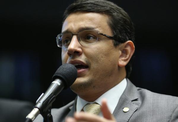 Elizeu Dionizio tomou posse hoje (14) como titular da vaga de deputado federal  com a renúncia de Marcio Monteiro para assumir a função de Conselheiro do Tribunal de Contas de Mato Grosso do Sul
