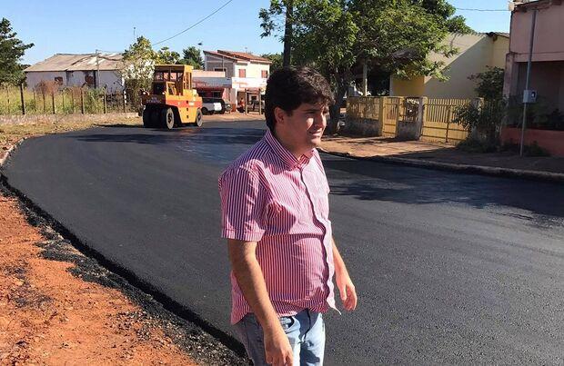 O prefeito mais jovem do Mato Grosso do Sul, Valdir Junior (PSDB), com apenas 33 anos.