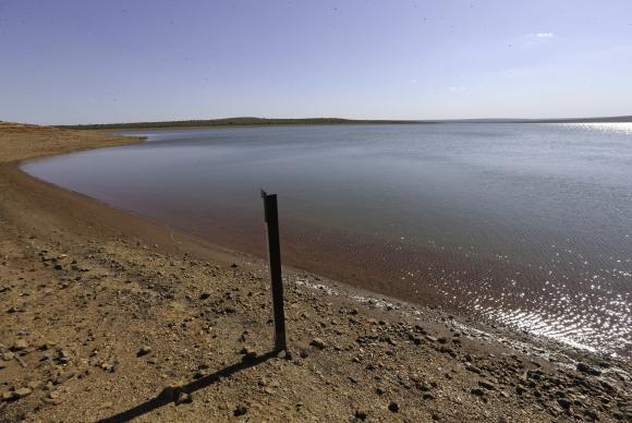 Brasília - Barragem de Santa Maria apresenta nível baixo de água (Fabio Rodrigues Pozzebom/Agência Brasil)