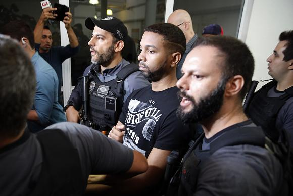 Rio de Janeiro - As forças de segurança do Rio prenderam na favela do Arará, zona portuária do Rio, um dos traficantes de drogas mais procurados da cidade, Rogério Avelino de Souza, o Rogério 157 (Tânia Rego