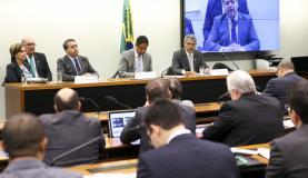 Brasília - O ministro do Trabalho e Emprego, Ronaldo Nogueira, participa de audiëncia pública na Comissão de Trabalho, de Administração e Serviço Público sobre a Portaria 1.129, de outubro, que altera