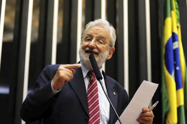A Câmara dos Deputados precisa agir, disse o deputado Ivan Valente (PSOL-SP)