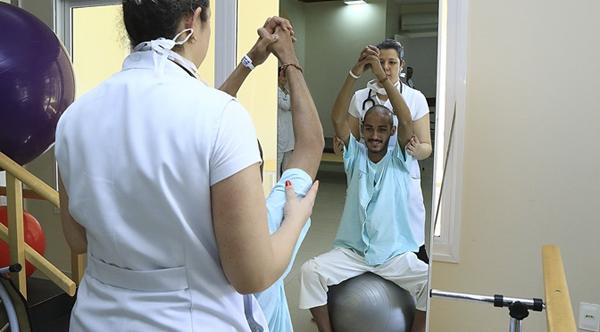 O objetivo do projeto é recuperar a capacidade funcional e a autoestima do paciente