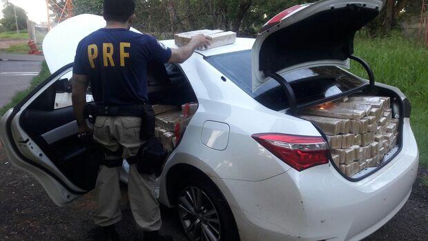 Os dois homens admitiram que estavam no Corolla carregado de maconha. Eles afirmaram ter pego o automóvel já carregado com a droga em Bela Vista/MS, levaria até Campo Grande/MS, e lá  receberiam pelo serviço.