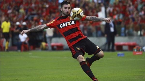 A diretoria do Corinthians trata a contratação de um lateral-esquerdo como prioridade neste momento. A ideia é buscar um jogador experiente e que não sinta a pressão por chegar para ser titular na posição.