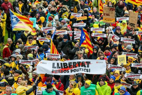 Marcha em apoio as políticos catalães independentistas em Bruxelas, na Bélgica