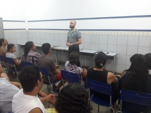 Ao todo, 40 pais ouviram uma palestra motivacional ministrada pelo coach Renato Saab, que realiza treinamentos voltados para o desenvolvimento da inteligência emocional.