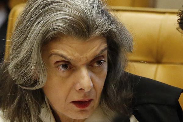 A sessão foi interrompida por volta de 16h18 e retomada às 16h58. Ainda faltam votar os ministros Celso de Mello e a presidente da Corte, ministra Cármen Lúcia.