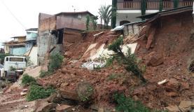 Muro e parte de quintal de casa desabam em bairro de Belo Horizonte por causa de chuva forte (Divulgação/Defesa Civil de Belo Horizonte)