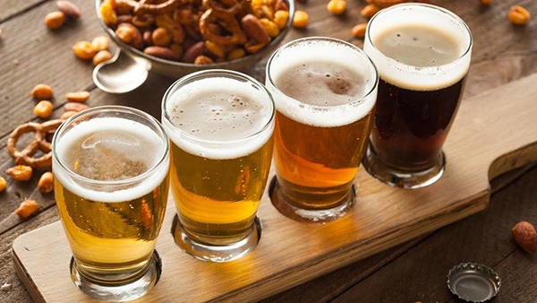 Em se tratando das compras do final de ano, a bebida que acompanha as comemorações quase sempre é o espumante